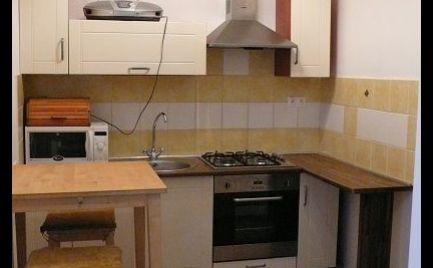 REZERVOVANÝ - Na prenájom čiastočne zariadený 2-izbový byt v Šamoríne, Mestský majer