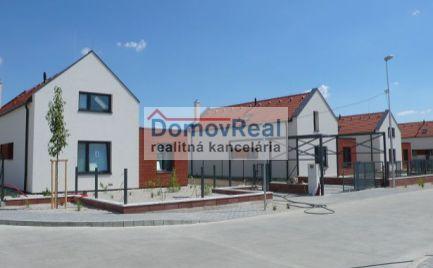 Moderné vidiecke bývanie – nové rodinné domy v obci Kvetoslavov