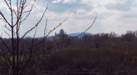 Kamenica nad Hronom s pekným výhľadom na ostrihomskú Baziliku.