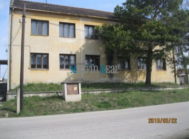 Predaj administratívnej budovy poľ.družstva-Vištuk- okr.Pezinok.Znížená cena