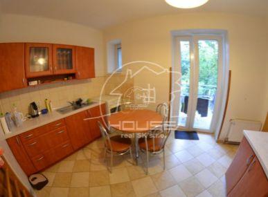 PREDAJ: útulný, 2 izb. tehlový byt s výbornou dispozíciou vo výbornej lokalite, Ružinov, Kvačalova ul.