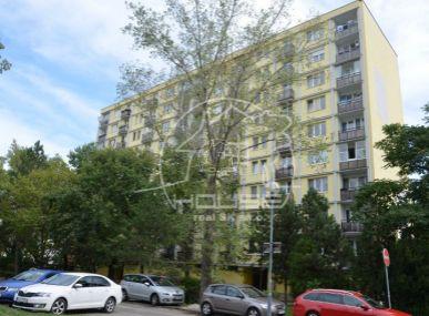 PREDAJ: priestranný, 2,5 izb. byt s výmerou 64m2 na Moldavskej ulici, Bratislava Ružinov