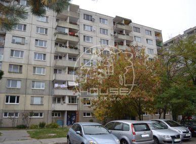 PREDAJ:  3 izb. byt, pôvodný stav, osobné vlastníctvo Bratislava V- Petržalka, ulica Beňadická .