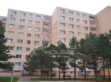 PREDAJ: 4 izb. byt v pôvodnom stave, ulica Kpt. Rašu Bratislava IV, Dúbravka