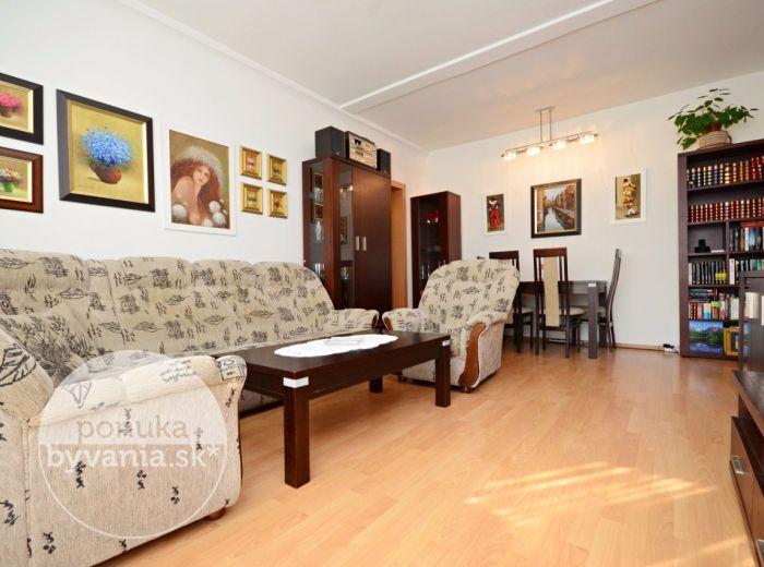 PREDANÉ - ŠALVIOVÁ, 2,5-i byt, 68 m2 - príjemne ZREKONŠTRUOVANÝ byt s balkónom, ZATEPLENIE, alarm, obklopený ZELEŇOU