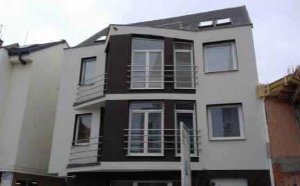 Apartmánový byt s veľkou terasou v centre Piešťan.