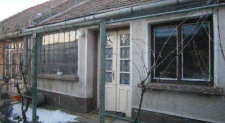 Rodinný dom na predaj v obci Dvory nad Žitavou.