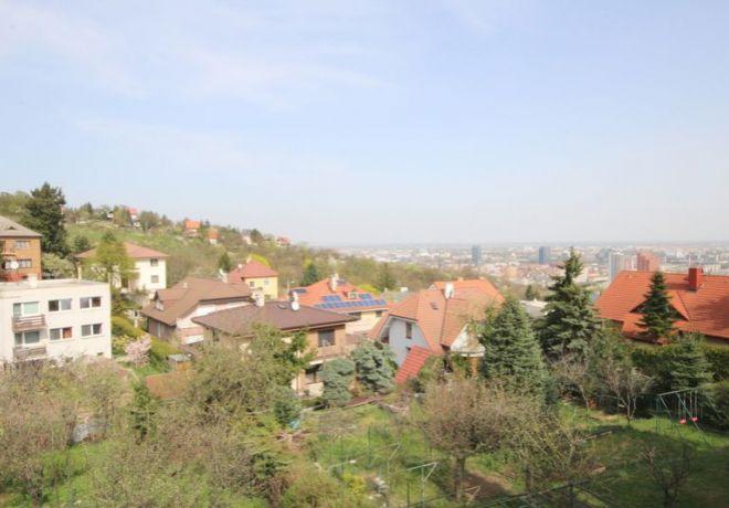 PREDAJ, Stavebný pozemok 1100 m2 s rodinným domom, Hlavná ulica, Koliba, BA - Nové mesto 1