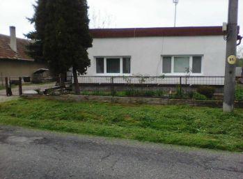 Pastovce, okr. LV, predaj 3 izb. RD po rekonštrukcii s veľkým pozemkom. Cena: 31.990,-€.