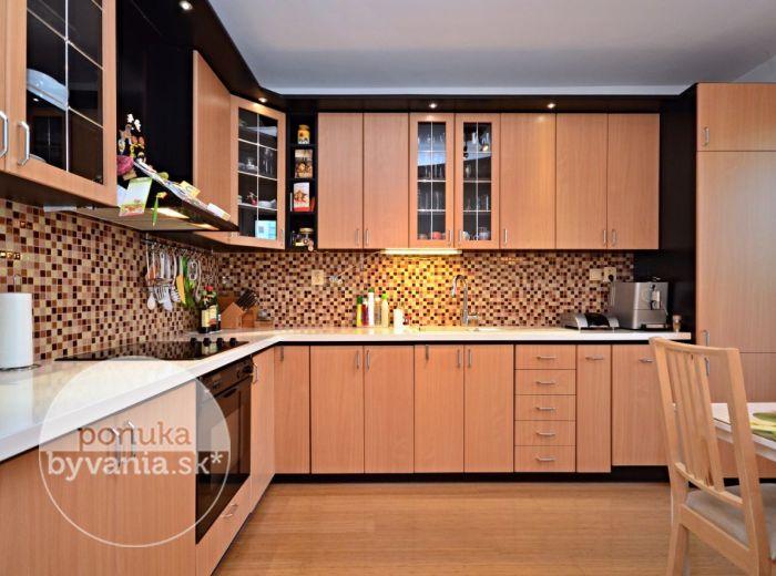 PREDANÉ - BUČINOVÁ, 4-i byt, 81 m2 - krásne NADŠTANDARDNE zrekonštruovaný byt s LOGGIOU, zateplenie, vyhradené PARKOVACIE STÁTIE