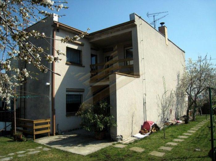 PREDANÉ - MODRA, 4-i dom, 205 m2 – dvojpodlažný, podpivničený rodinný dom, v radovej zástavbe so záhradou, vo VYHĽADÁVANEJ LOKALITE