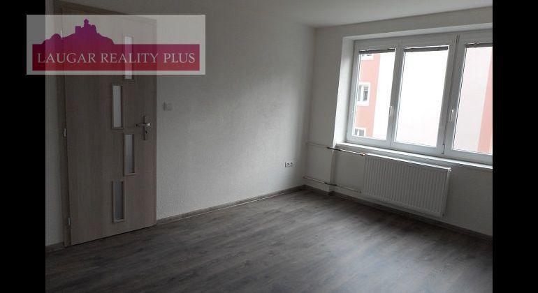 Inovecká ul., 3-izb. kompletne rekonštr. byt, 57 m2
