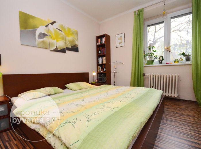 PREDANÉ - PRI STAREJ PRACHÁRNI, 2-i byt, 64 m2 -  TEHLOVÝ moderne rekonštruovaný byt, pri ZIMNOM ŠTADIÓNE, blízko CENTRA, v okolí veľa ZELENE