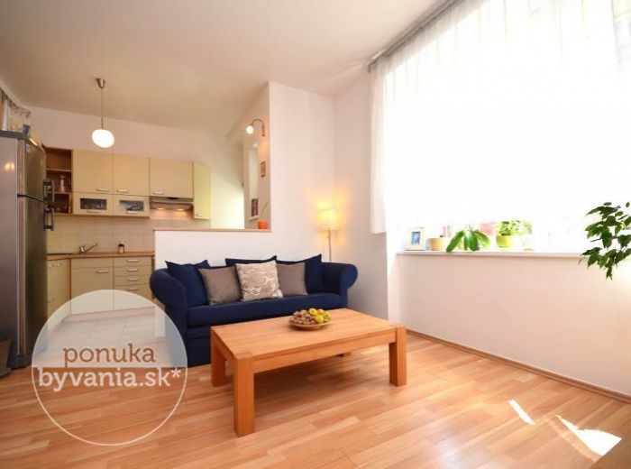 PREDANÉ - ŠANCOVÁ, 2-i byt s pracovňou, 58 m2 –  KRÁSNY presvetlený byt, KOMPLETNÁ REKONŠTRUKCIA, takmer v CENTRE mesta