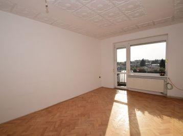 3. izb. tehlový byt /centrum,vlastné kúrenie,balkón/ Piešťany