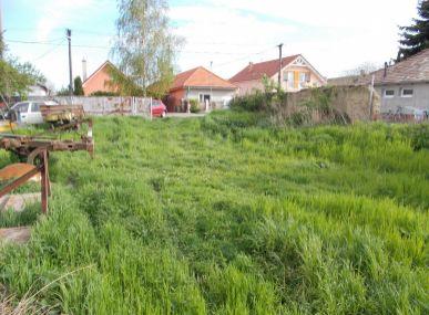 MAXFIN REAL - Pozemok so starým domom v Ivánke pri Nitre.