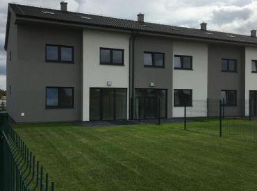 Posledné 3 domy  v Rovinke www.alejprihradzi.sk ! Dom o rozlohe od 225m2, 7 izieb, garáž + 2 x parkovanie, pozemok 400m2! Výborná cena!