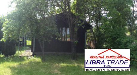 ZNÍŽENÁ CENA!Na predaj veľmi  pekná  drevená chata v obci Podhájska..VÝHODNÁ PONUKA !!