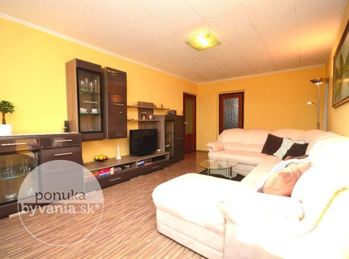 PREDANÉ - BIELORUSKÁ, 3-i byt, 70 m2 – slnečný byt s loggiou, VEĽKOU PIVNICOU a OKNOM v kúpeľni, blízko MALÉHO DUNAJA a LESÍKA