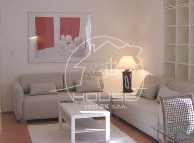 PRENÁJOM: priestranný 2 izb byt, kompletne zariadený Bratislava I - Staré mesto, ulica Palisády s parkovacím miestom vo dvore
