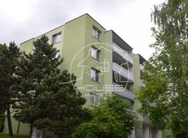 PREDAJ: 4 izb. byt v tichom prostredí, BA IV-Dúbravka, ulica Bullova.