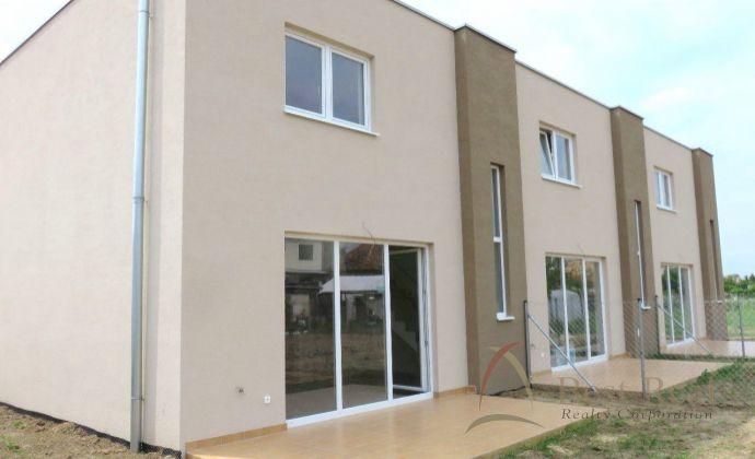 Best Real - Novostavba rodinného domu v obci Košúty, terasa, dve parkovacie miesta.