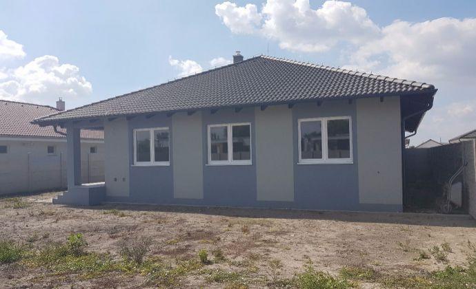 Best Real - Bungalov v štandarte v Topoľníkoch, priestranný, garáž,výborná lokalitka