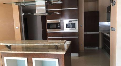 Prenájom 4 izbového luxusného bytu v novostavbe s 2 státia na ulici Boženy Nemcovej v centre