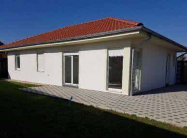 Maxfin Real - ponúka na predaj novostavbu pred dokončením v obci Kráľová nad Váhom, 2 km od Šali