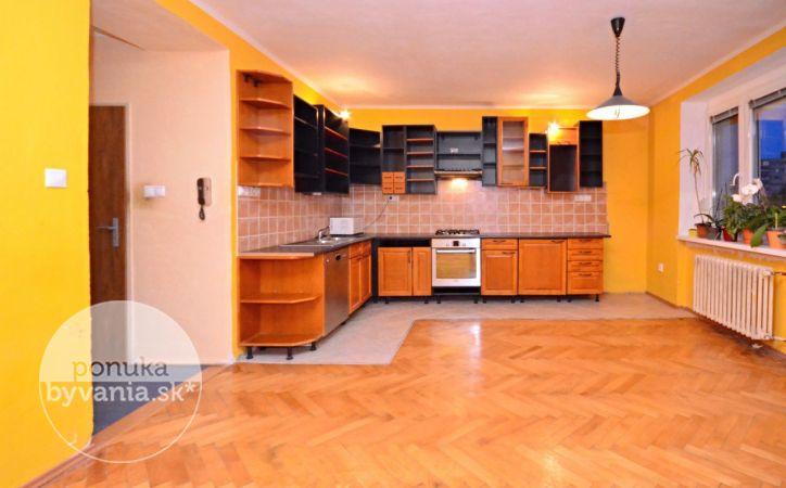 PREDANÉ - PRI STAREJ PRACHÁRNI, 4-i byt, 76 m2 – slnečný TEHLOVÝ byt, s uzatvoreným DVOROM, na skok od CENTRA