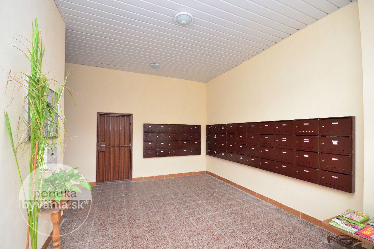 ponukabyvania.sk_Holíčska_1-izbový-byt_archív