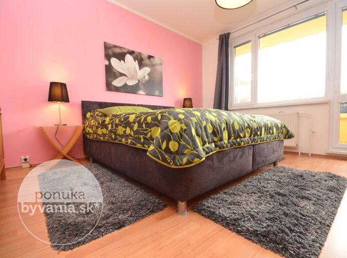 PREDANÉ - BEŇADICKÁ, 3-i byt, 87 m2 - NAJVÄČŠÍ z Petržalských 3i bytov, príjemná ATMOSFÉRA, možná zmena DISPOZÍCIE, REKONŠTRUKCIA