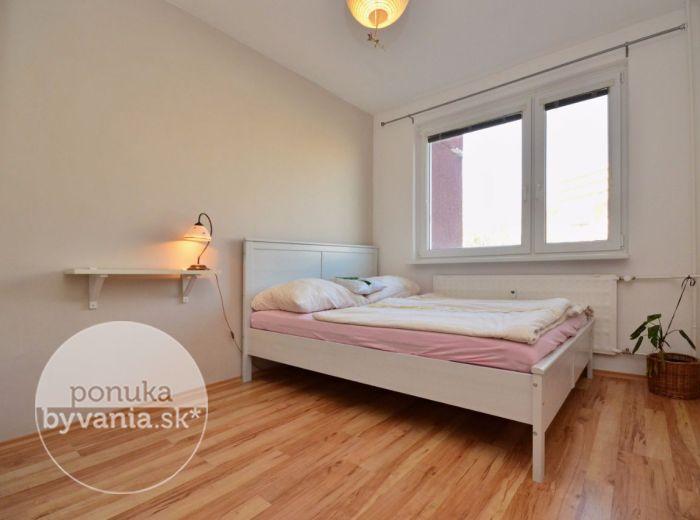 PREDANÉ - MOZARTOVA, 2-i byt, 46 m2 – krásny byt v STAROM MESTE, na HRADNOM VRCHU, na skok do centra