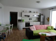 Okr. Senec, Hrubá Borša – NA PREDAJ priestranný 2 izbový bezbariérový, tehlový byt s parkovacím státím v novostavbe, okr. Senec, Hrubá Borša – Green rezort golf