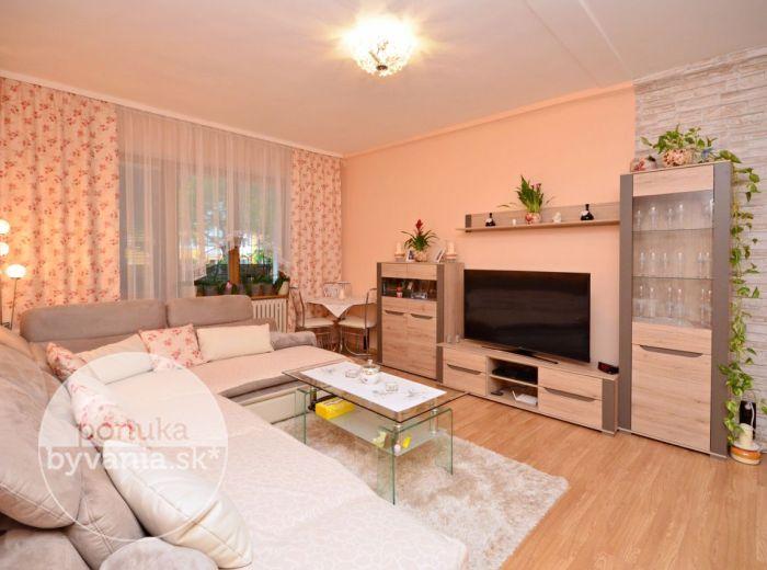PREDANÉ - ASTROVÁ, 1,5-i byt, 52 m2 - novo zrekonštruovaný byt s veľkou loggiou, ZATEPLENÝ, zeleň pod oknami, v blízkosti jazera ROHLÍK