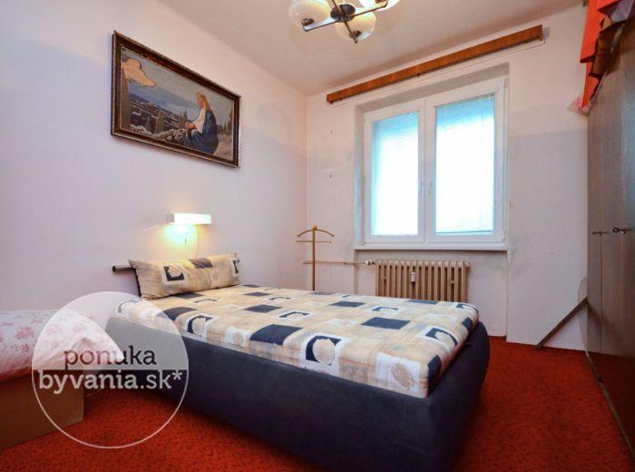 PREDANÉ - URÁNOVÁ, 3-i byt, 67 m2 – príjemný TEHLOVÝ byt, park hneď za domom, obľúbená lokalita plná ZELENE