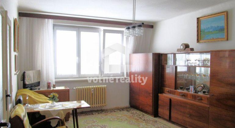 *** PREDANÉ *** 1 izbový byt, 33m2 + LOGGIA, pivnica, zateplený dom, Trenčín, Sihoť II.