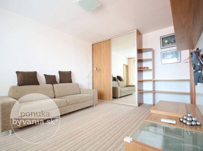PREDANÉ - BIELORUSKÁ, 2-i byt, 53 m2 - KOMPLETNE rekonštruovaný a ZARIADENÝ, krásne prostredie, STAČÍ SA LEN NASŤAHOVAŤ a bývať, šatník + komora