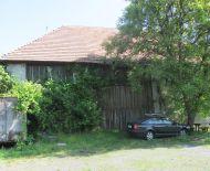 Predaj hospodárskej budovy s 2 garážami