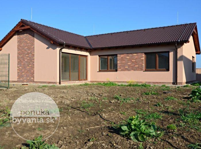 PREDANÉ - MILOSLAVOV, 4-i dom, 124 m2 – moderná NOVOSTAVBA bungalovu, pozemok 610 m2, príprava na KRB, v uzatvorenom areáli