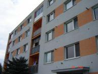 REALFINANC - 100% aktuálny - Ponúkame na predaj 4 izbový byt s komorou, loggiou, 90 m2 ( 85m2 byt + 5 m2 loggia + záhradka) po rozsiahlej rekonštrukcii v tichej bočnej uličke obci Boleráz!
