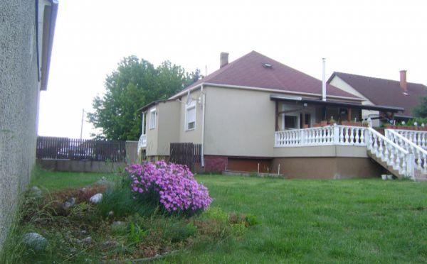Predaj, výborná cena - pekný dom v kľudnom prostredí