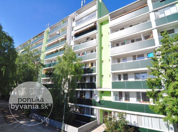 PREDANÉ - DONNEROVA, 5-i byt, 100 m2 – rekonštrukcia, NOVÉ ROZVODY, bytovka obklopená zeleňou, KLIMATIZÁCIA, nový výťah