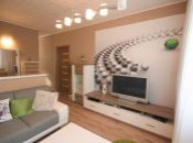 Útulný a praktický byt s kompeltným zariadením v tichej lokalite.