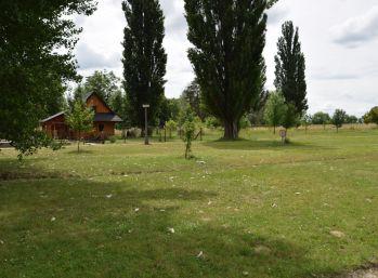 Stavebný pozemok na brehu jazera Sĺňava pri Piešťanoch, výmera 3950 m2