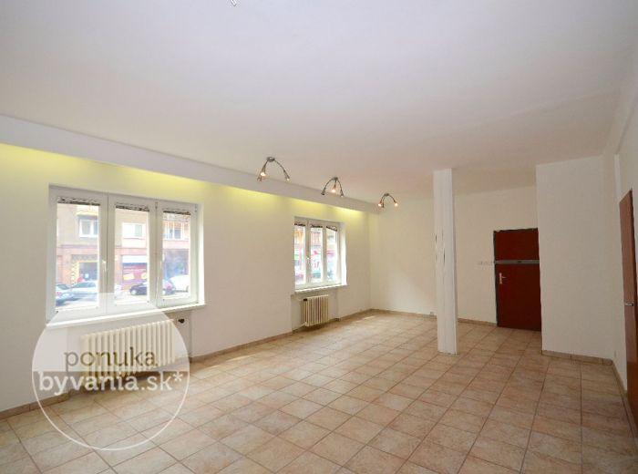 PREDANÉ - KRÍŽNA, 3-i byt, 78 m2 –  veľký byt, CENTRUM MESTA, vhodný na prestavbu podľa vašich predstáv – VÝBORNÁ INVESTÍCIA