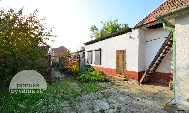 ponukabyvania.sk_Svätoplukova_Rodinný-dom_archív