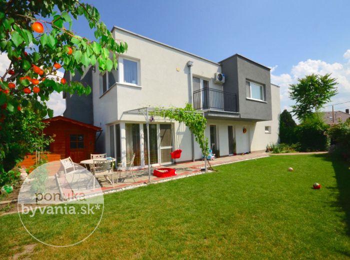 PREDANÉ - DUNAJSKÁ LUŽNÁ, 3-i byt, 102 m2 – NOVOSTAVBA SO ZÁHRADOU, príjemný slnečný byt s atmosférou rodinného domu