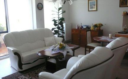 Luxusný byt s veľkou terasou a garážovým státím v centre Dunajskej Stredy