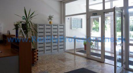 Kancelárie: 19,29 m2– 31,05 m2, Bratislava – Kopčianska ulica, prenájom kancelárií vo výbornej časti Petržalky